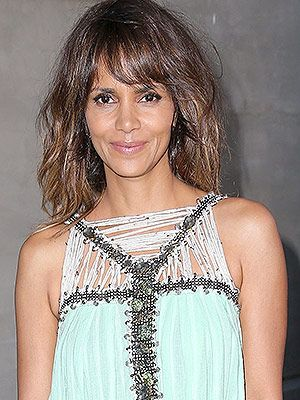 Halle Berry's Daughter Started a Lemonade Stand to Raise Money for Children in Need  http://celebritybabies.people.com/2015/05/03/halle-berrys-daughter-started-a-lemonade-stand-to-raise-money-for-children-in-need/