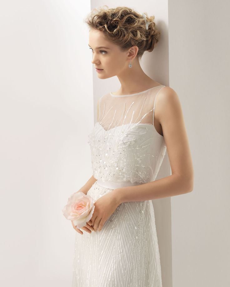UGO - Beaded dress in a natural colour.71T25 – Crystal leaf hairclip, 2 units, in a natural colour.
