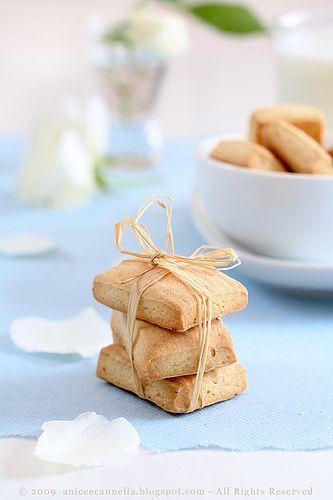 Anice&Cannella: Biscotti       FATELI  FATELI raddoppiando le dosi si mantengono bene in scatole di latta