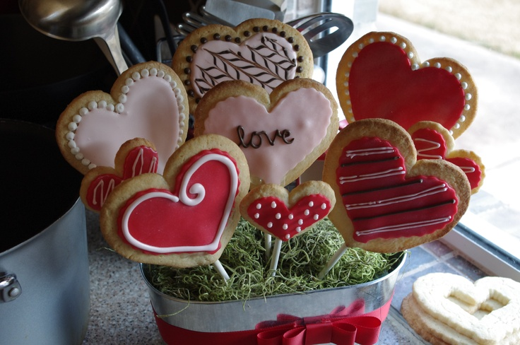 Valentine's cookie pop bouquet: Valentine'S S Cookie, Cupcake, Larsen Cookie, Cookie Pop, Valentines Cookies, Cheap Cookies, Cookies Cutters, Cookie Cutters, Cookies Pop