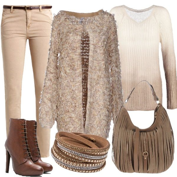 Outfit incentrato sui toni pastello con pantalone slim in cotone elasticizzato, maglione beige con scollo a v e cardigan beige con scollo tondo. Lo stivaletto ha tacco alto a spillo e la borsa, a hobo, è in pelle ad effetto scamosciato. Completa il look il bracciale marrone con allacciatura a bottone. L'outfit, in stile bohemian, si presta bene per essere utilizzato sia per il tempo libero che per serate casual.