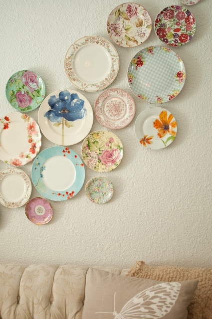 I'm not normally a big fan of plate wall decor, but I LOVE this