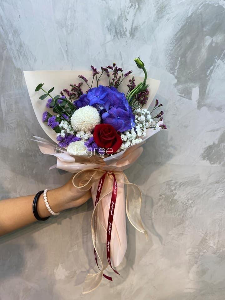 Hydrangea Flower In 2020 Florist Delivery Hydrangea Flower Flowers Bouquet