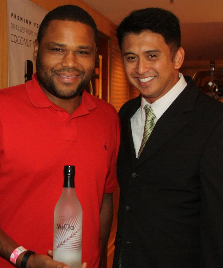 """Anthony Anderson (""""Law and Order,"""" The Departed"""") with VuQo's Founder and CEO Rich Cabael"""