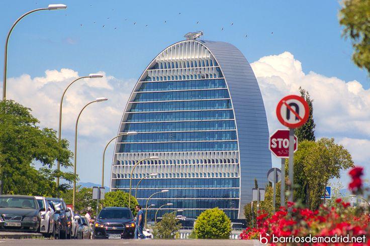 La Vela del BBVA surcando el barrio de Sanchinarro. © Barrios de Madrid http://goo.gl/cMH1E6 #Madrid