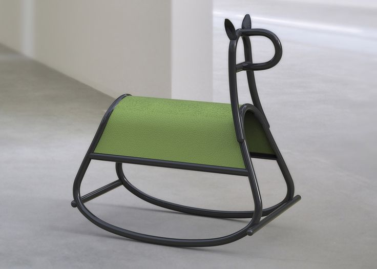 Front designs bent-wood rocking horse for Thonet GTV