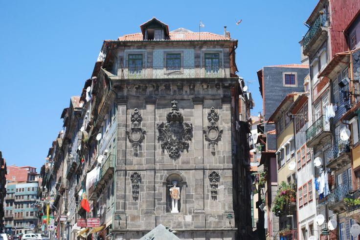 PRAÇA DA RIBEIRA-PORTO to read more go to Enjoy Portugal website: www.enjoyportugal.eu/porto.html