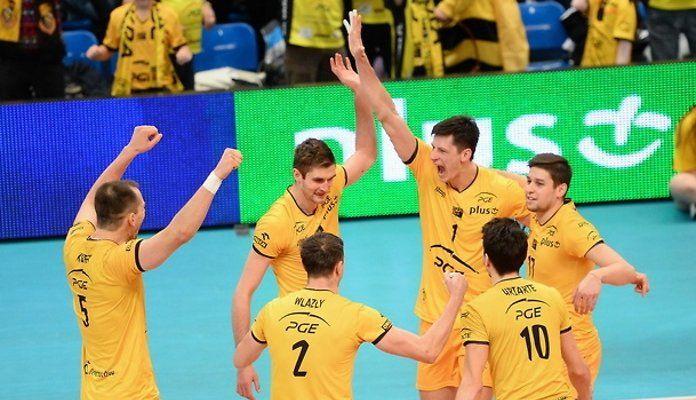 PGE Skra Bełchatów zrewanżowała się za dwie porażki w sezonie zasadniczym i pokonała w pierwszym półfinale Asseco Resovię Rzeszów 3:0.
