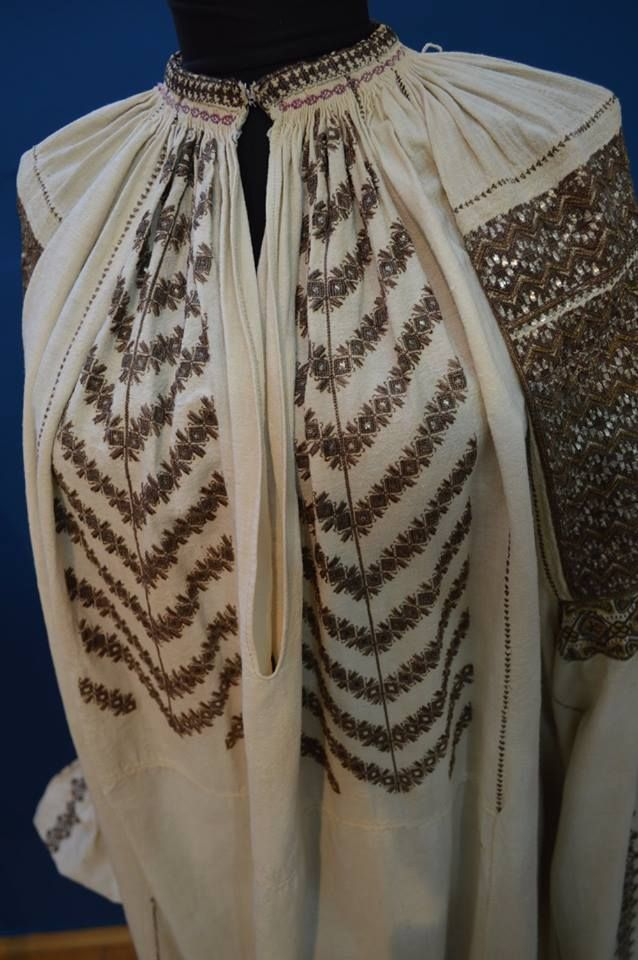 Antique traditional Romanian blouse (IIE) -- Cluj
