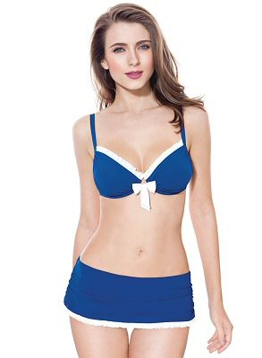 Supportive #bra top + #skirted bottom = Great #swimsuit for inverted triangles!