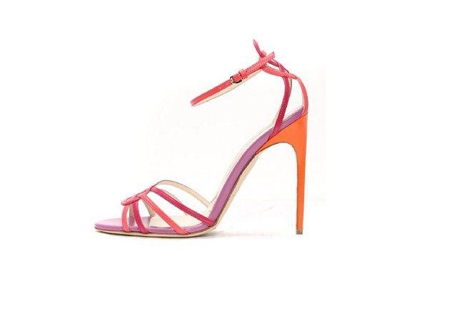 Son yılların sevilen gece ayakkabısı markaları arasında olan Brian Atwood gece ayakkabısı ve Brian Atwood abiye ayakkabı modelleri 2015 koleksiyonlarında yer alan kadın ayakkabıları ve Brian Atwood gece ayakkabıları sayfadan beğeninize sunulmaktadır.