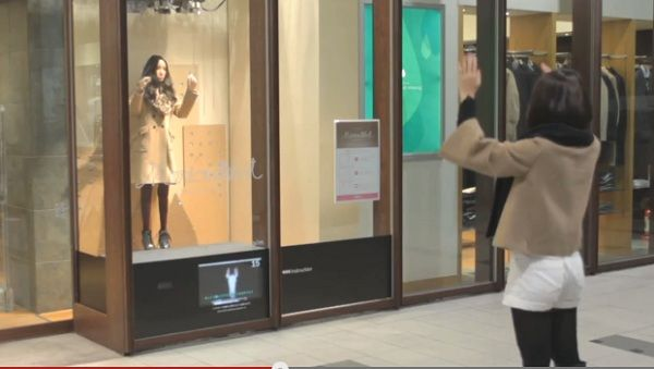In Japan, Store Mannequins Mimic The Movements Of Customers - DesignTAXI.com