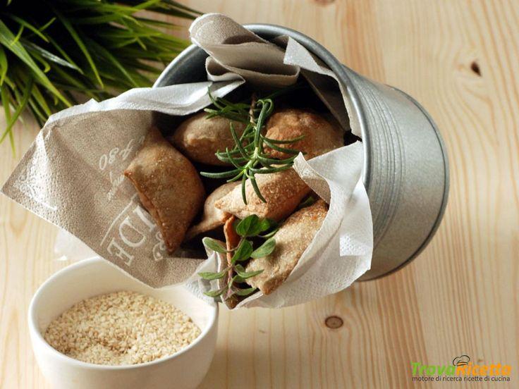 Crackers all'acqua con farina ai 7 cereali ed esubero di pasta madre  #ricette #food #recipes