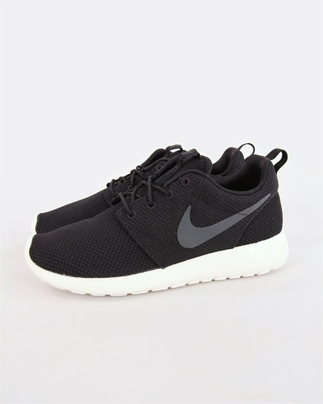 Nike Roshe One - 511881-010 - Footish: If you´re into sneakers