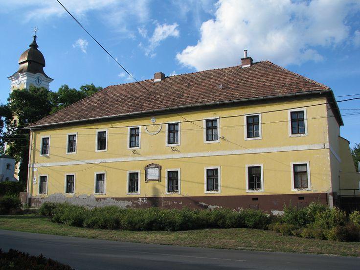 Napórás iskola (régi iskola) (Zsámbék) http://www.turabazis.hu/latnivalok_ismerteto_4812 #latnivalo #zsambek #turabazis #hungary #magyarorszag #travel #tura #turista #kirandulas