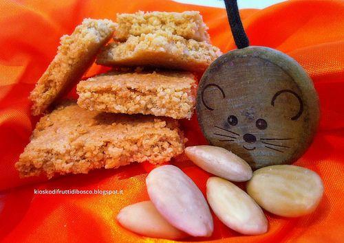 Biscotti salati alle mandorle e parmigiano senza f...