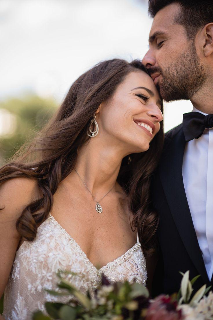 Adorable wedding portrait pose idea (Viera Photographics)