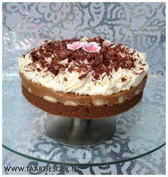 lekkere taart met banaan en caramel vulling (bastogne bodem)
