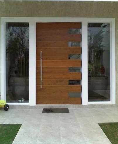 Porta pivotante dentada de madeira com vidro