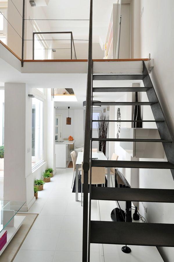 escalera gris
