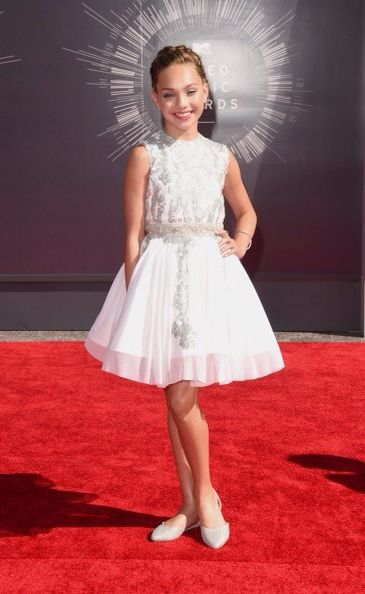 Maddie Ziegler on the Red Carpet at the 2014 VMA's!!!!