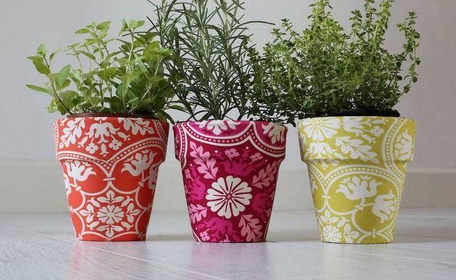 Blumentöpfe dekorieren - Ideen - mit Serviettentechnik oder Stoff
