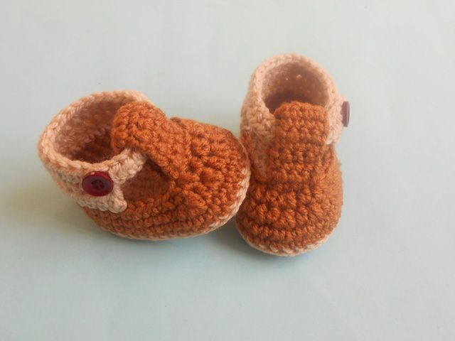 Baby Strap Booties - http://crosiahome.com/baby-strap-booties