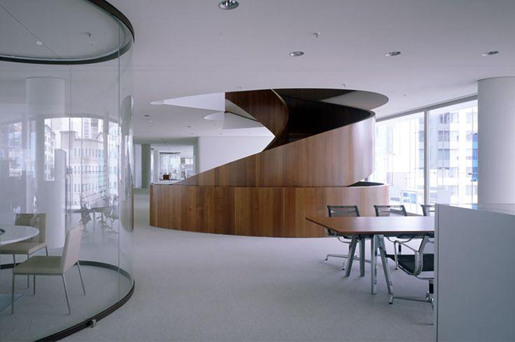 Novartis Campus in Basel is internationaal een betekenisvolle plek van kennis en innovatie. Roger Diener, Helmut Federle en Gerold Wiederin ontwierpen en realiseerde in 2005 het eerste gebouw, het Forum 3. Sevil Peach Gence Associates was de architect bij het ontwerp en de realisatie van een moderne en hoogwaardige werkomgeving. Binnen zijn kantoor landschappen toegepast, een mix van open ruimtes en vergaderkamers. Vanwege esthetische en functionele eigenschappen koos Sevil Peach doelbewust…