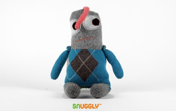 Muñecos hechos con jerséis reciclados