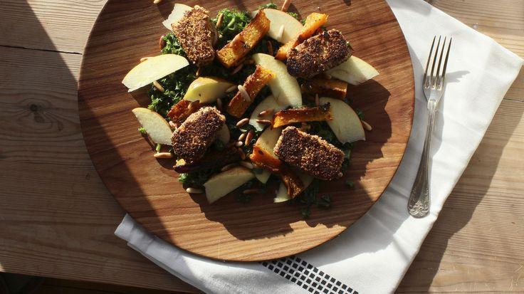 Grønkålssalat med bagt græskar og grillet ost