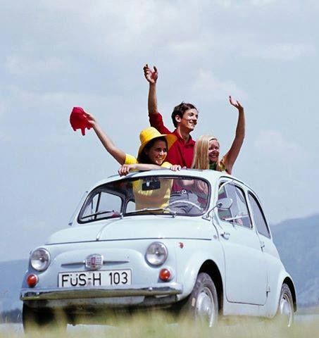 Fiat 500 e tanta felicità! http://ift.tt/1lxIEna ( by seishimaesako on Tumblr)