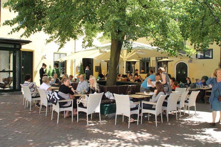 Cafe Coukoo`s Nest Vestergade 73 5000 Odense C Tlf: 65 91 57 87 http://www.cuckoos.dk/ Mon-Thu: 09.00-21.00 Fri-sat: 09.00-22.00 Sun: 10.00-21.00 Søndage : 10.00 - 21.00