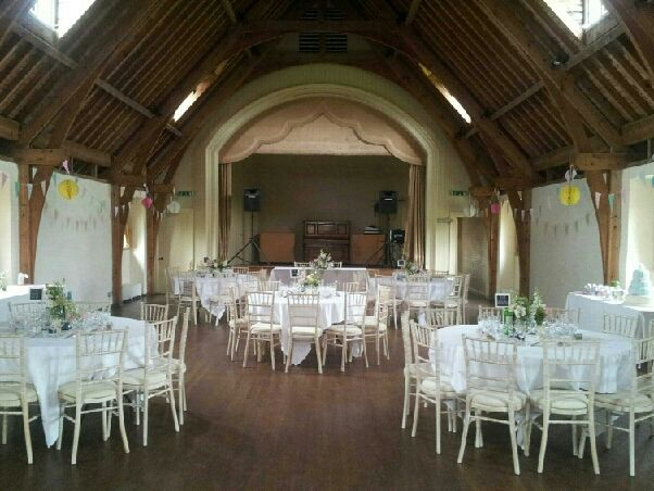Great Barrington Village Hall Burford Oxfordshire By Www Chippingnortonteaset Co Uk Great Barrington Burford Uk Wedding