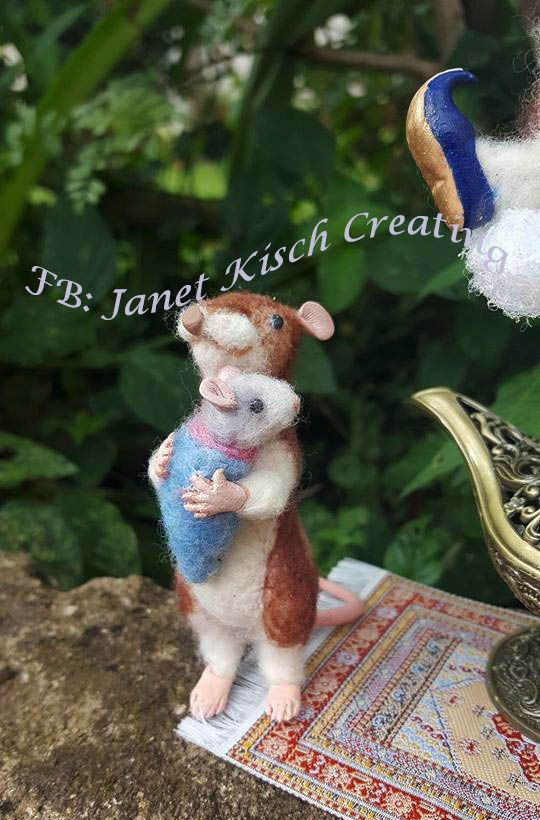 needle felted mouse mommy crafted by Janet Kisch https://www.facebook.com/janetkischcreating/