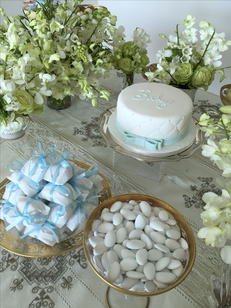 table settings- flowers arrangements tables baby shower