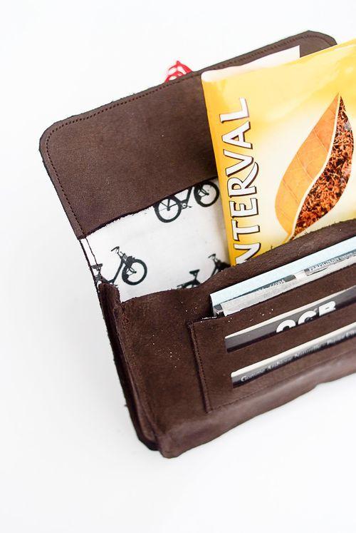 Blague à tabac solex 100% fait main en cuir naturel.