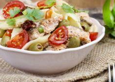 Cómo preparar la ensalada perfecta: elige un ingrediente y acompáñalo con estos tres (INFOGRAFÍA)
