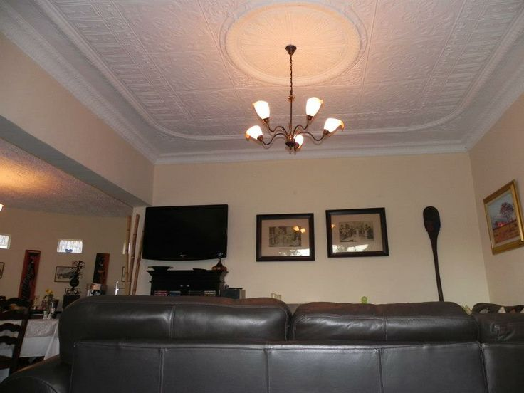 Bedfordview Boutique Lodge down stairs lounge and dinning area is an inviting open planned area, perfect for relaxing while you read a book, so you can read or can have a drink while you recline on our comfy leather lounge suite and watch some sport.