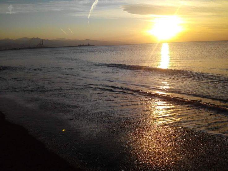 ¡¡Buenos dias #Málaga !! Amanecer en la Misericordia. 2017 #FelizViernes  Temp.mín./máx. 15 / 29 °C Soleado Viento. 13 km/h Humedad relativa: 82% Luna: Llena Salida del sol: 8:17 horas Puesta del sol: 19:54 horas  Málaga ayer y hoy