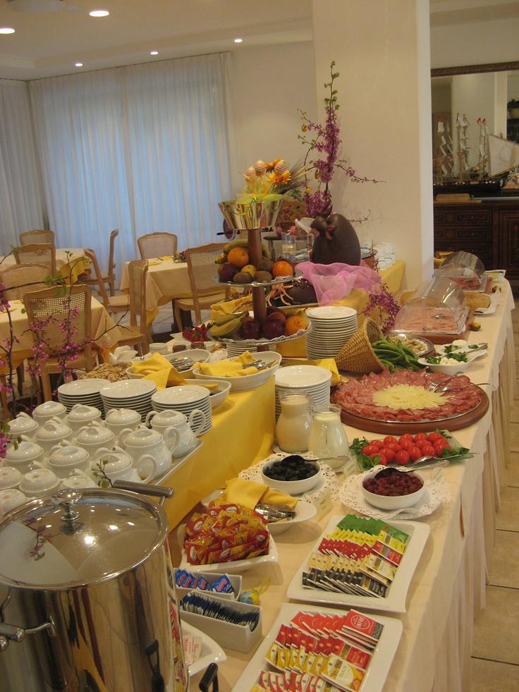 Breakfast buffet breakfast and buffet on pinterest for Table buffet