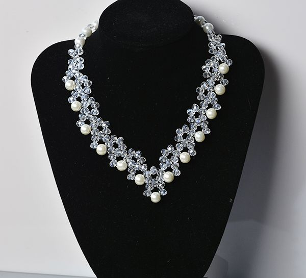 final look of the crystal glass bead necklace