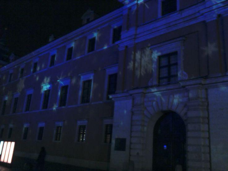 Gwiezdna iluminacja na murach Zamku Królewskiego