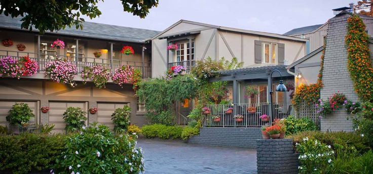 Carmel Country Inn - Bed and Breakfast that is dog-friendly.  Sounds perfect