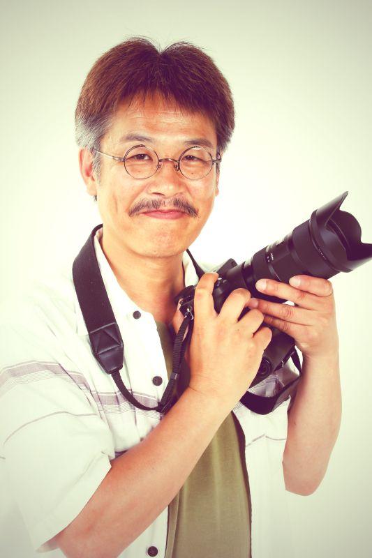 ゲスト◇大津茂巳(Shigemi Otsu)1965年福岡県生まれ。中学時代から写真に興味をもち、高校生のときには植田正治に憧 れて鳥取砂丘などを撮影する。産業遺産写真家として、日本各地の産業遺産の廃墟を精力的に撮り続けている。独特のノスタルジックな作風や美しい階調表現のモノクロ作品に定評があり、'07 年に個展「雲上の楽園」、'11年に個展「Travel at Time」をキヤノンギャラリーで開催したほか、グループ展を含めさまざまな写真展で作品を発表し続けている。写真集に『雲上の楽園 ─幻の雲の上の都市 松尾鉱山─』などがある。日本写真家協会会員(JPS)