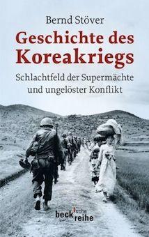 한국전쟁 | by Bernd Stöver 언어: 독일어, 2013년7월 출간, 192페이지, 일러스트레이션 12장, 19 x 12,4 x 2 cm  4백만명 이상의 사망자를 낸 한국전쟁 발발 원인과 휴전협정으로 끝날 수 밖에 없었던 이유에 대한 설명을 담고 있는 책이다. 저자인 Bernd Stöver 는 1961년 태생으로 포츠담 대학에서 근대역사를 가르치는 교수다.