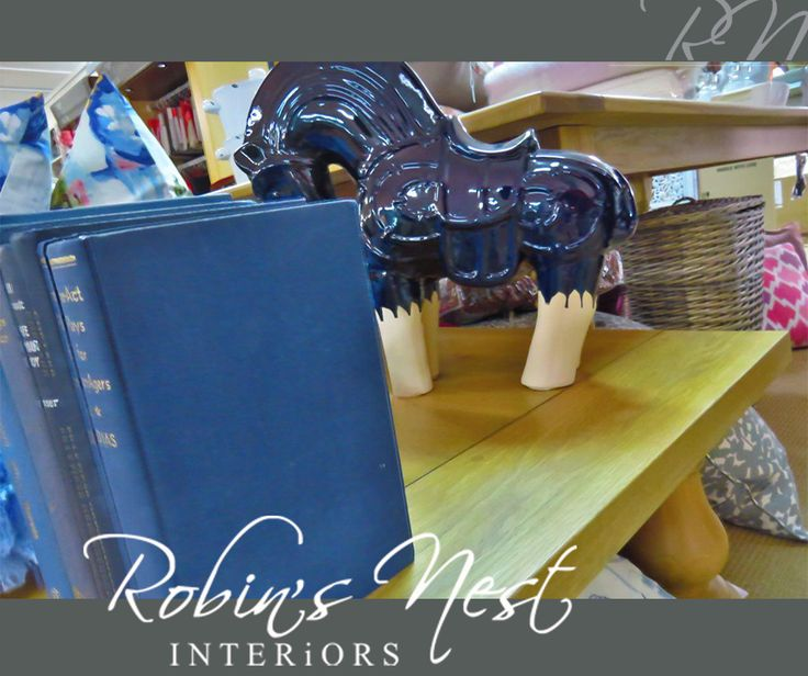 Need something regal and out of the ordinary to give life to your bookcase? Then you definitely need this gorgeous ceramic horse from #RobinsNestInteriors. #ceramicfactory #interiordesign