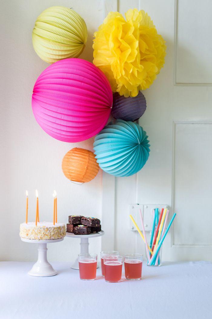 kit de lampions anniversaire d co fluo couleurs sweet table anniversai sous le lampion. Black Bedroom Furniture Sets. Home Design Ideas