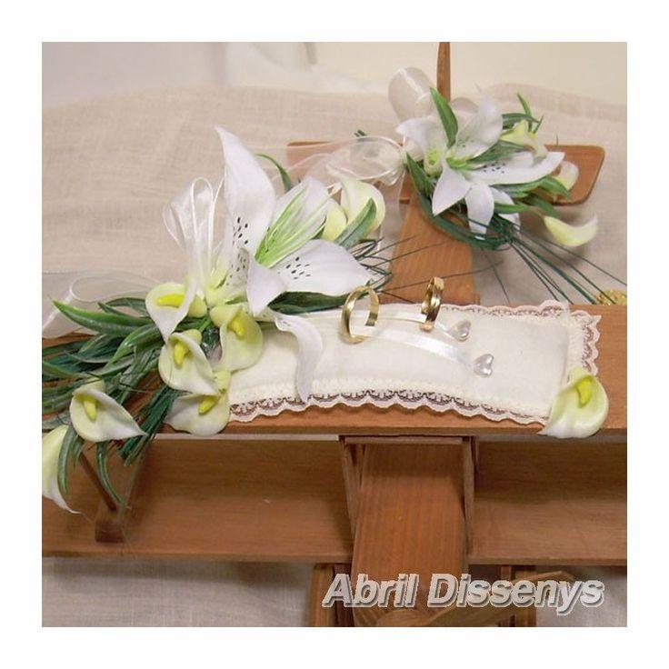 Avión de marquetería para anillos y arras lilyum. Es uno de los complementos de boda más originales. Modelo decorado con flores de lilyum