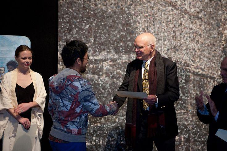 Richard Nelson presents award to Alvin Xiong