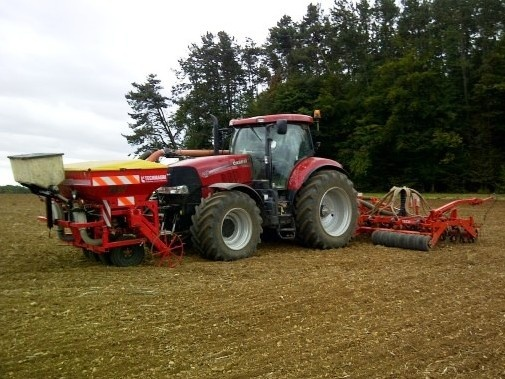 A new pic of a red Case tractor, not alone but with its seed drill! More models of Case tractors at http://www.agriaffaires.co.uk/used/farm-tractor/1/4028/case-ih.html